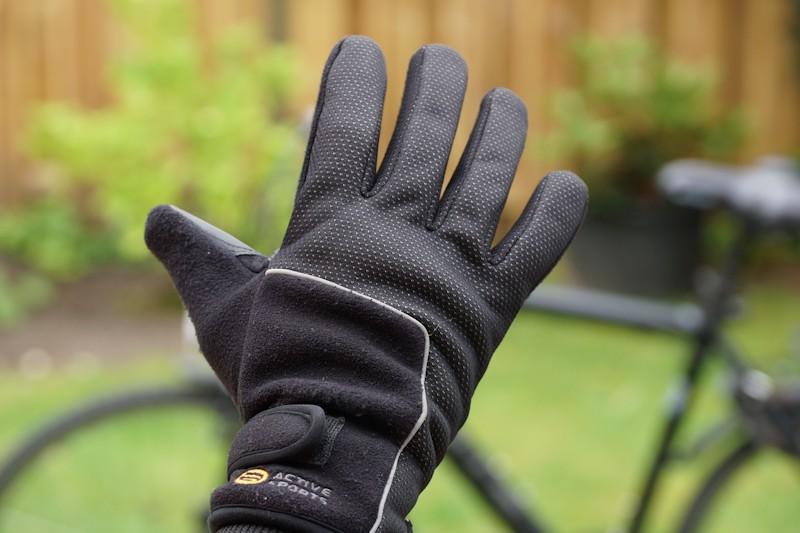 Fahrradhandschuhe angezogen - Fingerhandschuhe