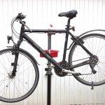 Fahrrad Montageständer mit einem Trekkingbike eingespannt